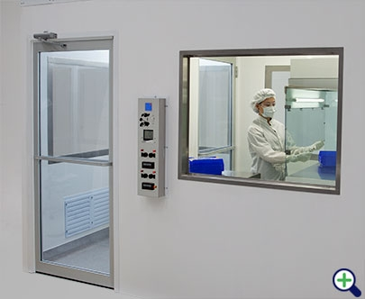 cleanroom-usp-model-amy-141202-IMG_9124-crop_2.jpg